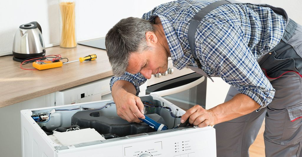 An appliance service specialist in Tarpon Springs, FL