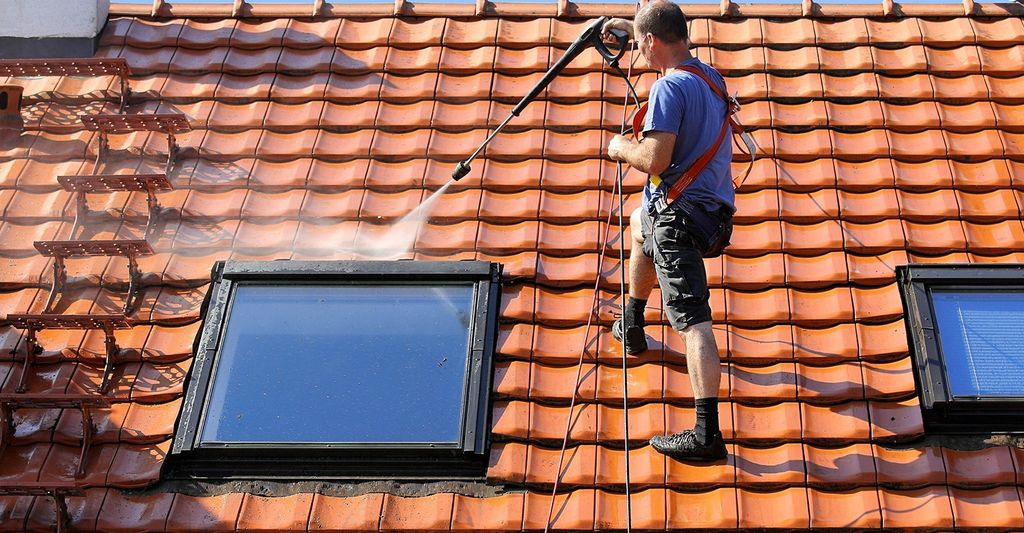 Find a roof cleaning professional near Georgetown, TX