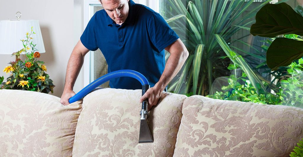 An upholstery cleaner in Mobile, AL