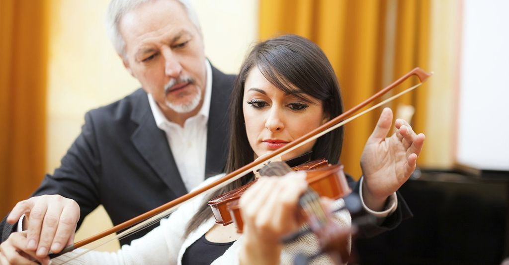A violin instructor in Calabasas, CA