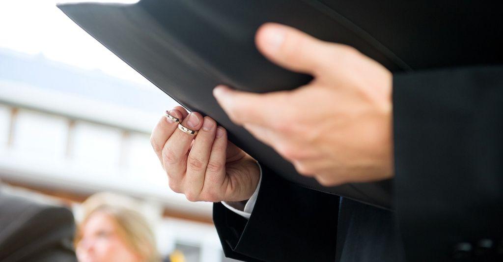 Find a bilingual wedding officiant near you