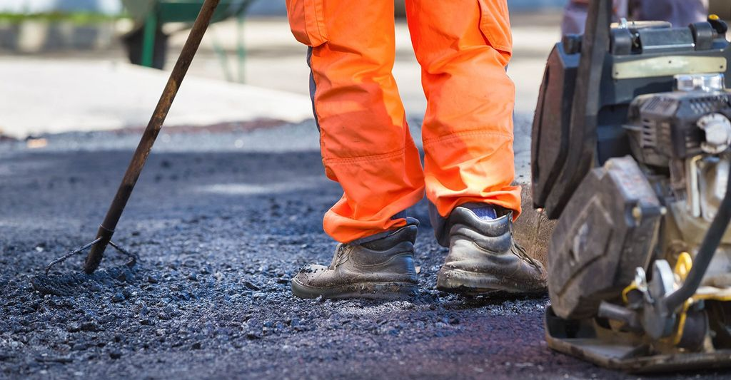 Find an asphalt repair professional near Fraser, MI