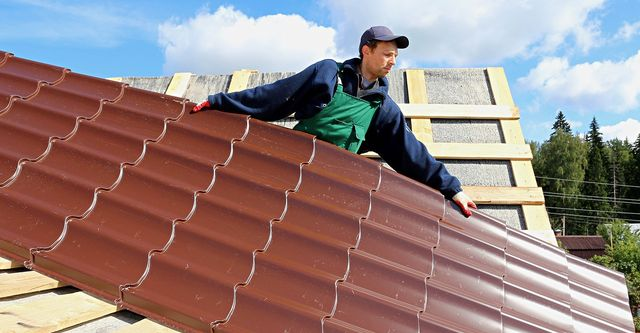 The 10 Best Metal Roof Contractors Near Me With Free Estimates
