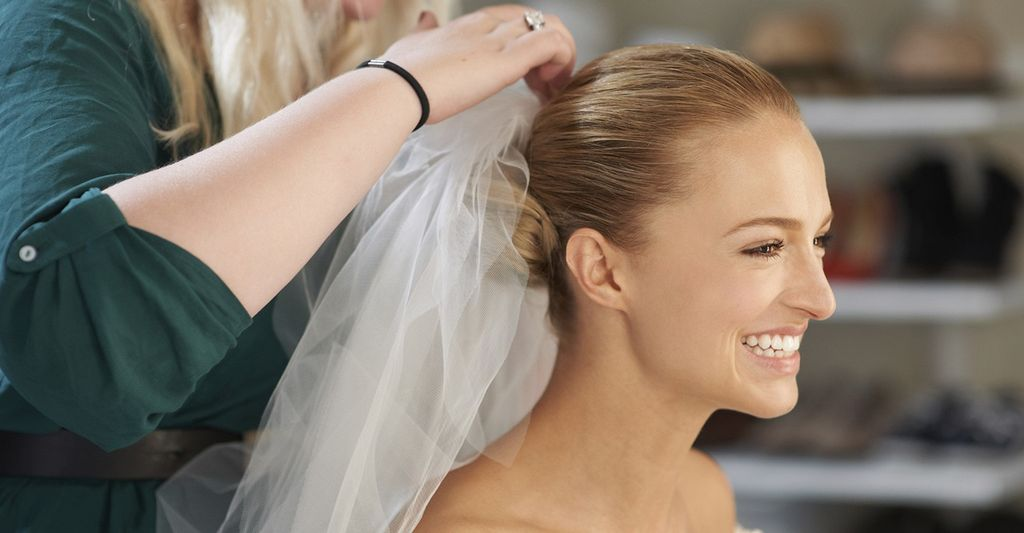 A bridal hair stylist in Novato, CA