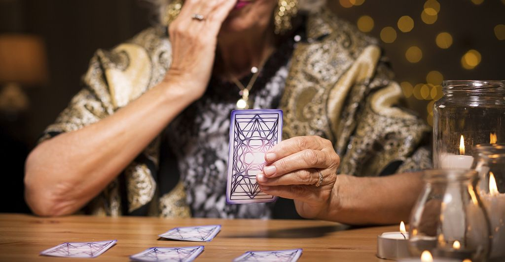 Find a online tarot reader near Downey, CA