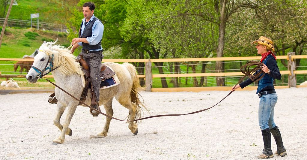 Find a beginner horse riding instructor near you
