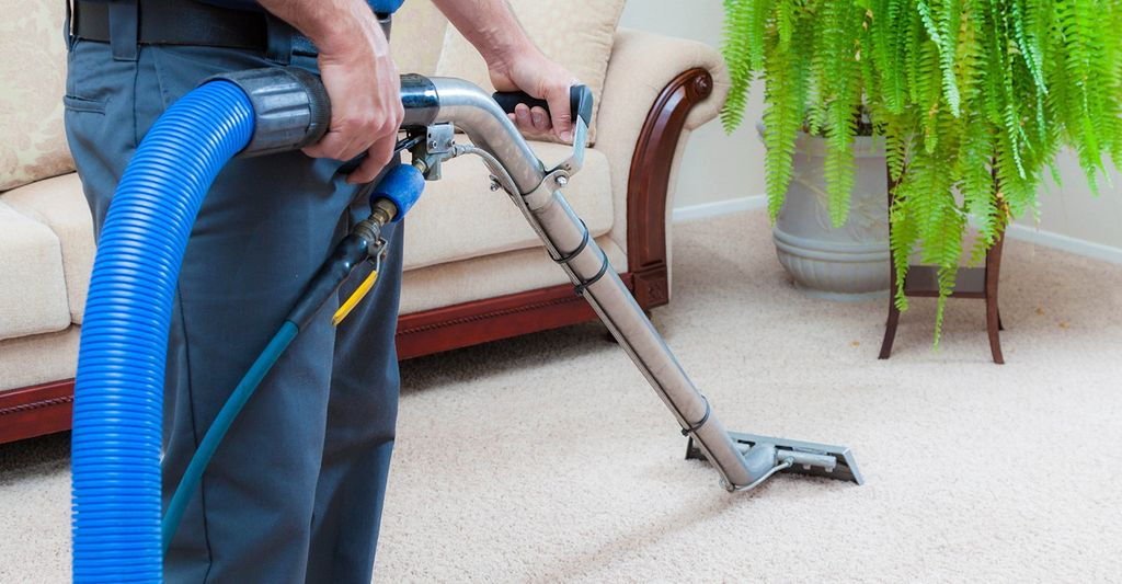 A carpet and tile cleaner in Milwaukee, WI
