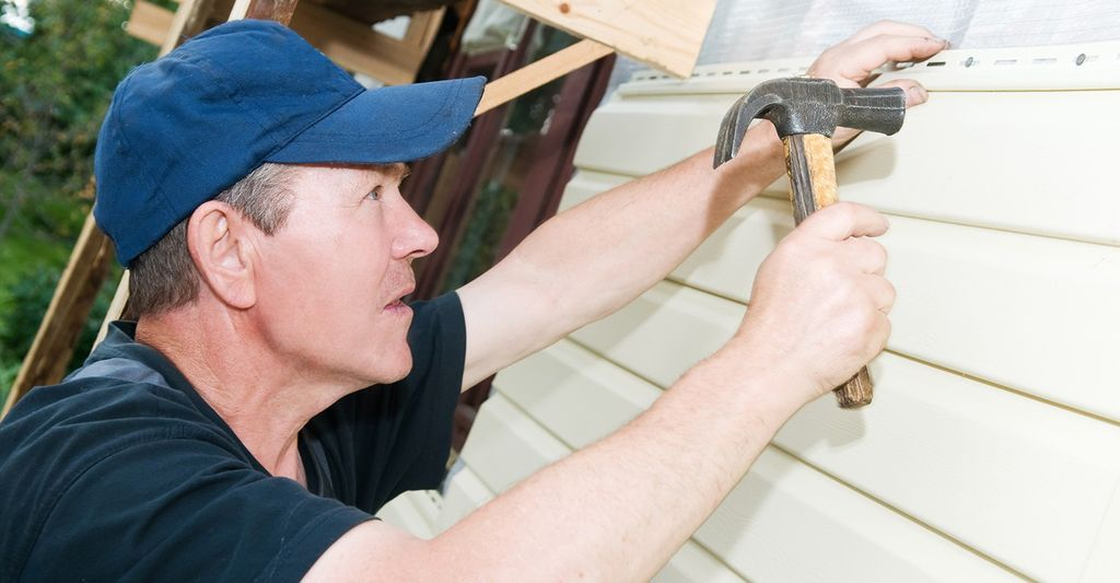 A vinyl siding repair professional in Rochester, NY