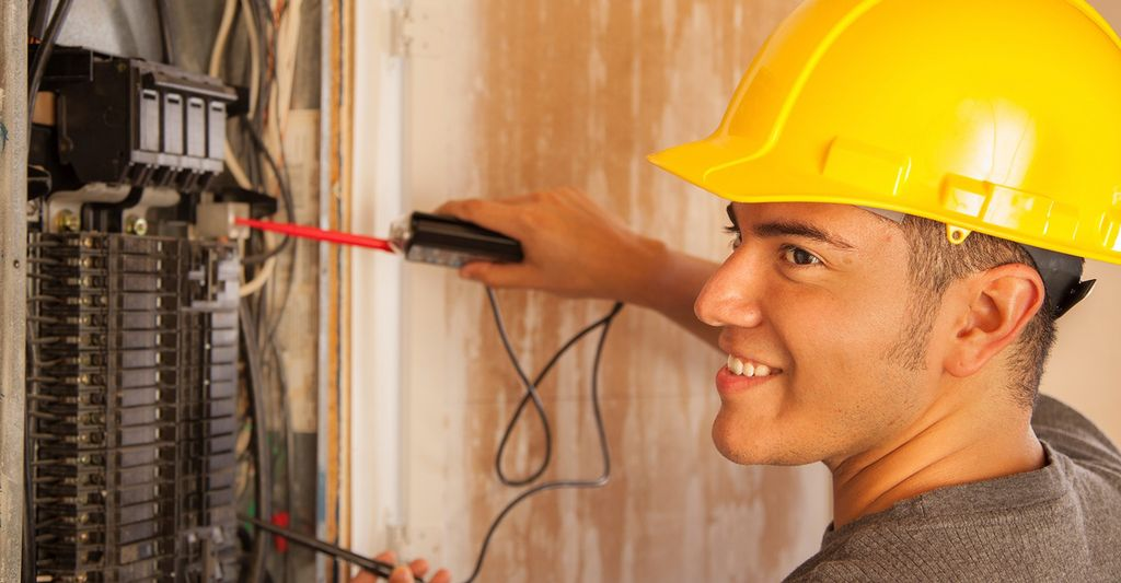 An electrician in New Brighton, MN