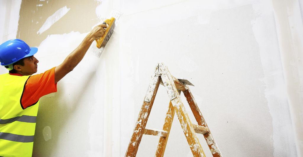 A drywall repairer in Redlands, CA