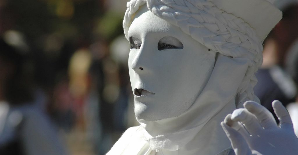 Find a living statue performer near Henderson, NV