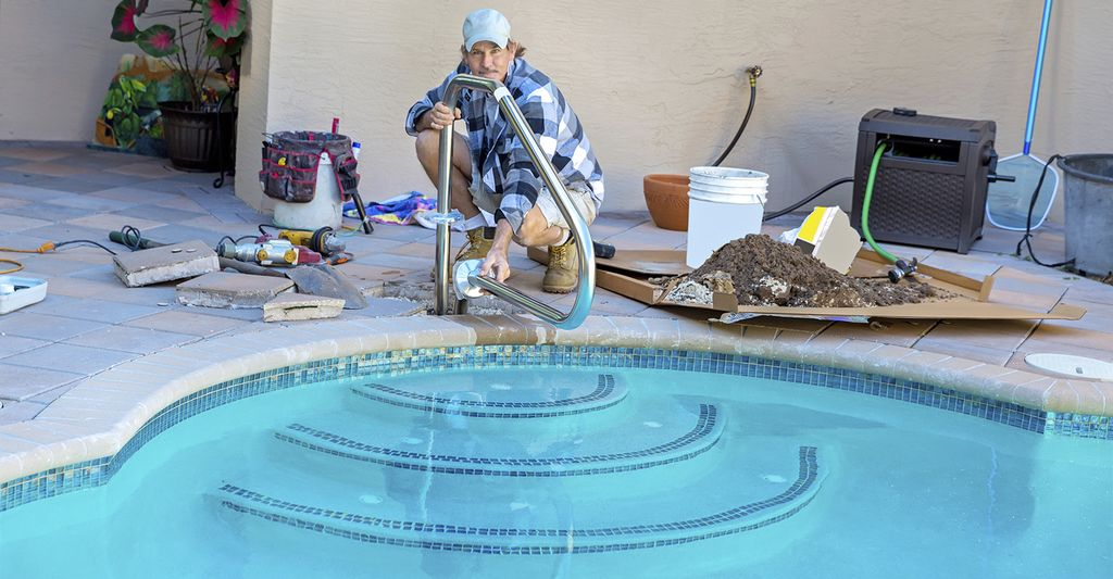 A swimming pool repairer in Tustin, CA