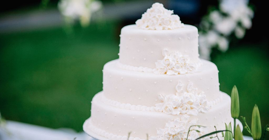 A Wedding Cake Designer in Shelton, CT