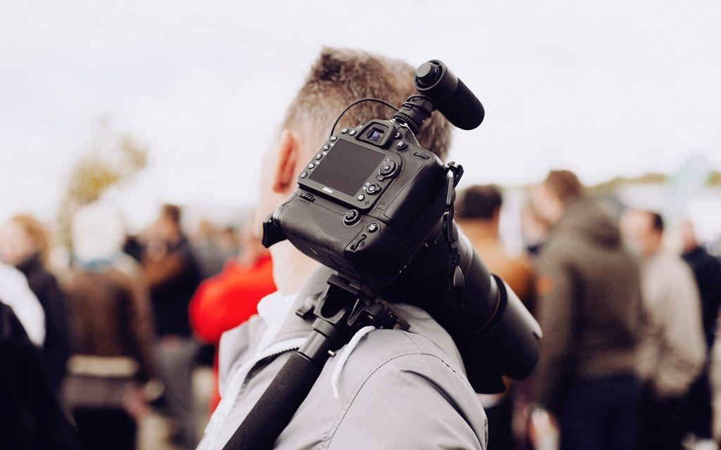 Find a camera operator near you