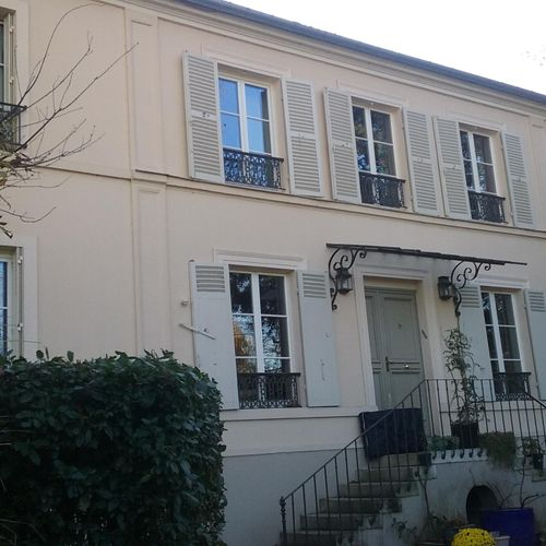my beautiful parisian home where and I lived and worked for three months😌