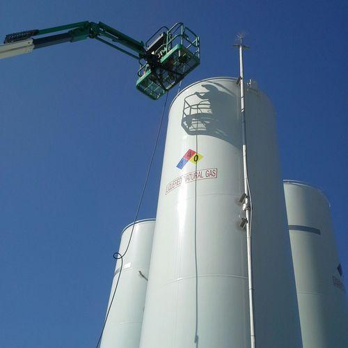 pressure washing natural gas tanks