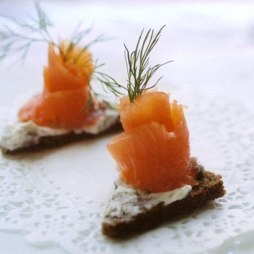 Smoked Salmon on Pumpernickel crustinis