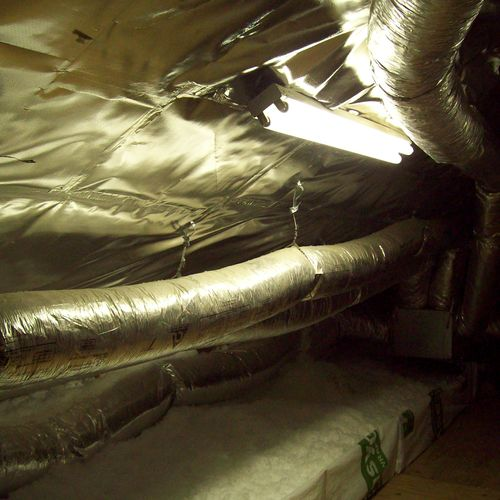 An effecient Attic. New duct, Radiant Barrier, Insulation, Clean storage.