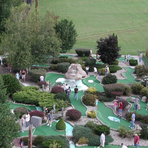 18 hole miniature golf course