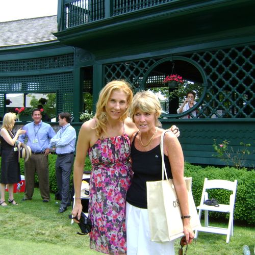 Monica Seles  and designer at post induction ceremony Tennis Hall of Fame (2010)