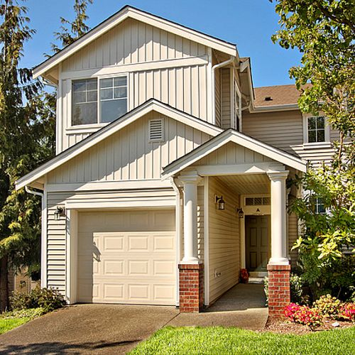 Beautiful Renton home for sale in the Ashburn Townhome Community.