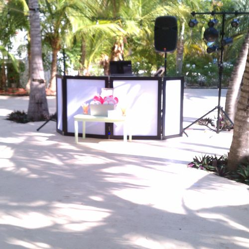 we can book the dj's