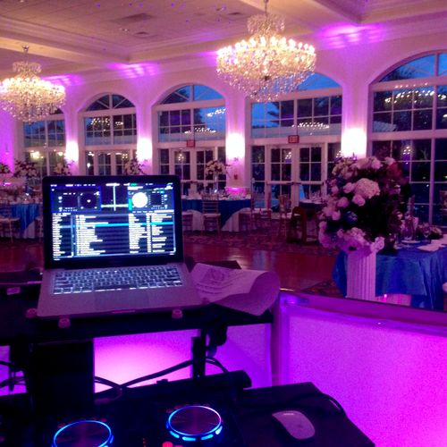 Mobile DJ for Wedding Parties.