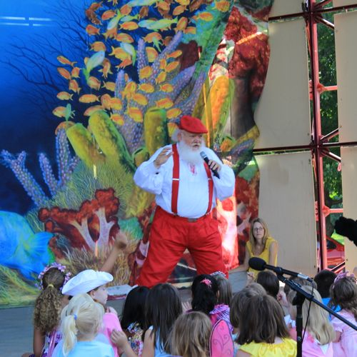 Large groups or small, our characters love to perform.