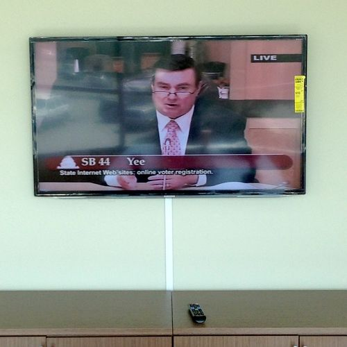 TV installation on plain Drywall with wires concealed in wire cover