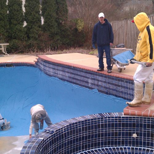 Plastering a swimming pool in a colored plaster.
