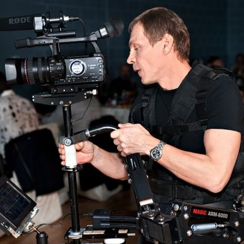 Filming with steadicam. hdvideoproduction.tv