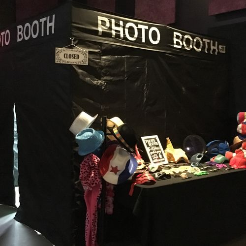 8x8 Enclosed Booth