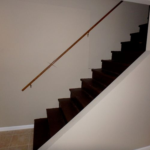 No railing at right side of stairs