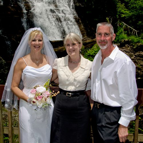 Lovely ceremony at Anna Ruby Falls