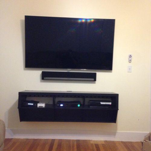 65inch LED Samsung, Sonos Sound bar, Floating shelf (Medford, MA)