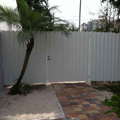 Dura / Metal Board Fence & Gates