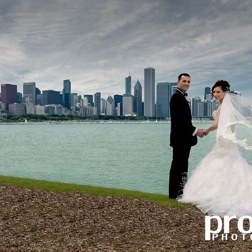 This couple compliments the great background of the Chicago Skyline as seen from Adler Planetarium.