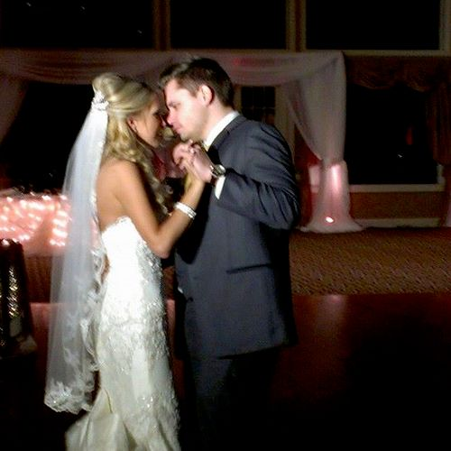 Sarah and Anthony 1st dance at Weymouth Country Club in Medina