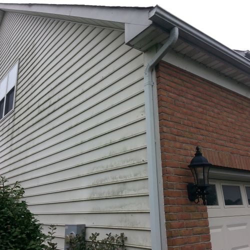 Exterior of House Before EcoWash Service. Low Pressure and Eco Friendly Detergents..