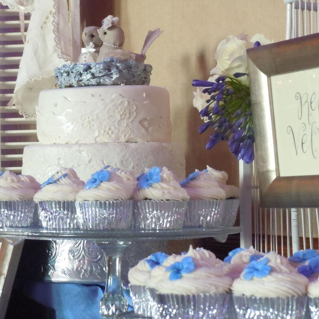Cravings Cupcakery