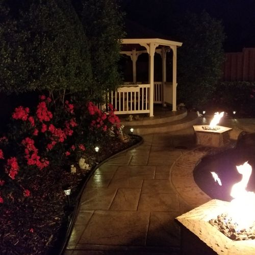 Fire 🔥 pit lighting around the pool.
