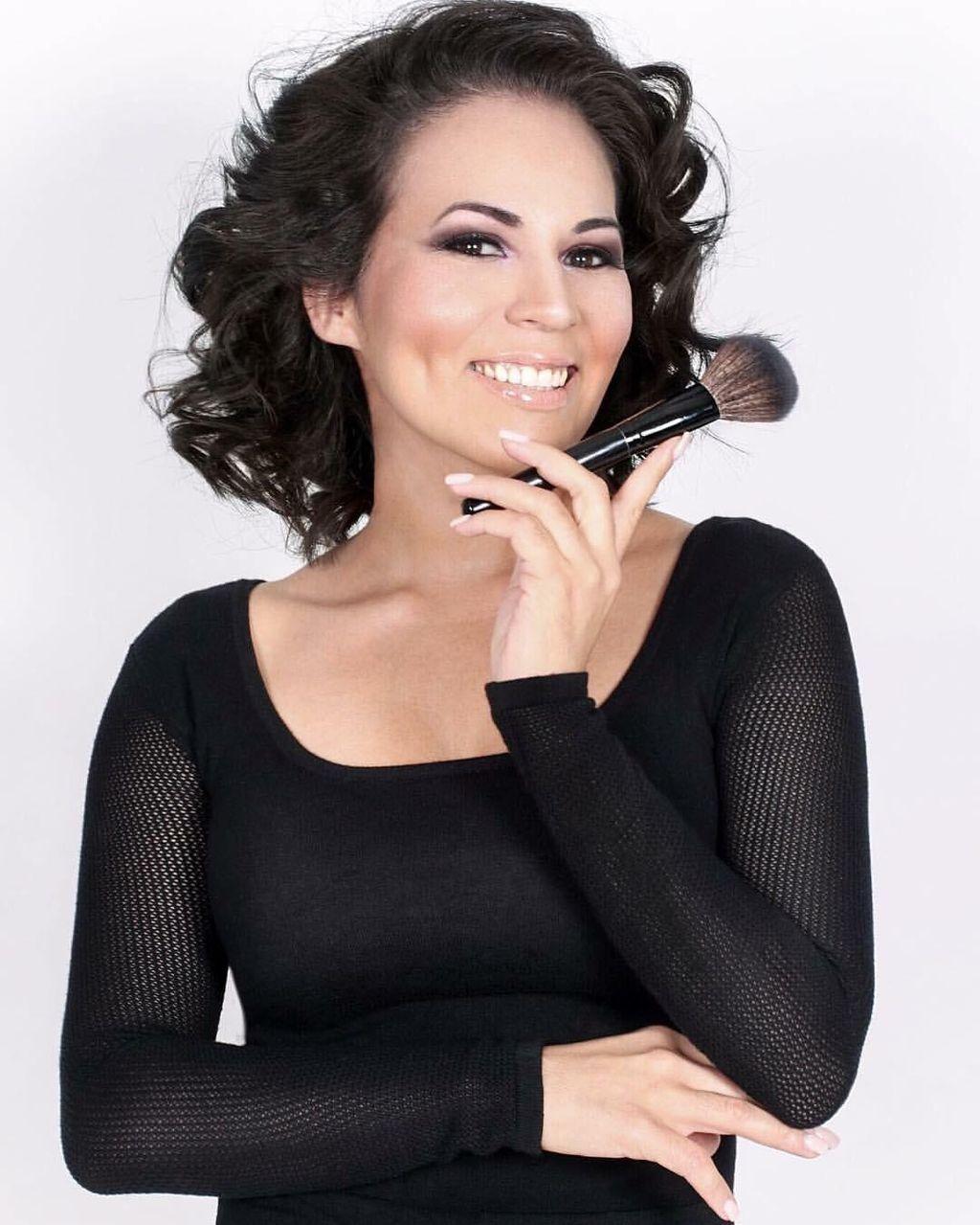 Aura Makeup Artist