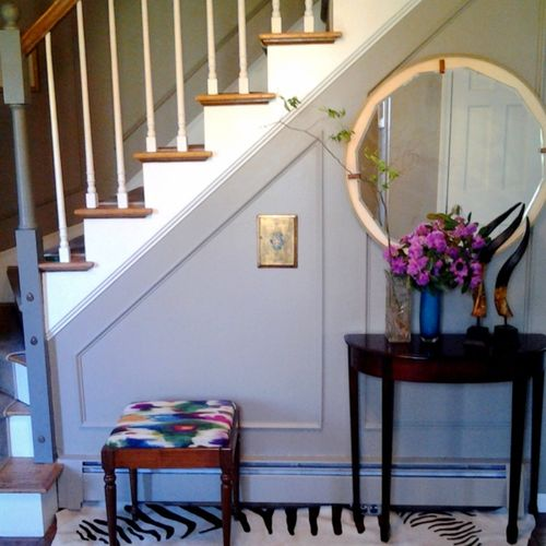 Foyer with Picture Molding
