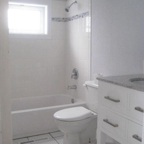 Bathroom w/ Tile