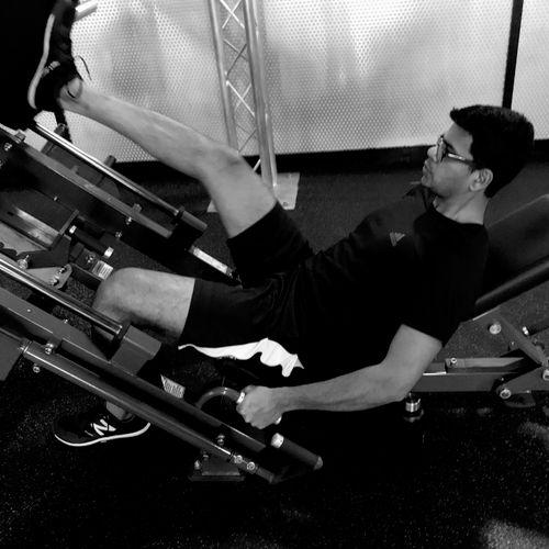 Varun doing the unilateral leg press sled