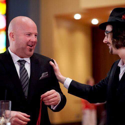Strolling magic for corporate and high end private events.