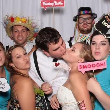Mafi Photobooths & Entertainment