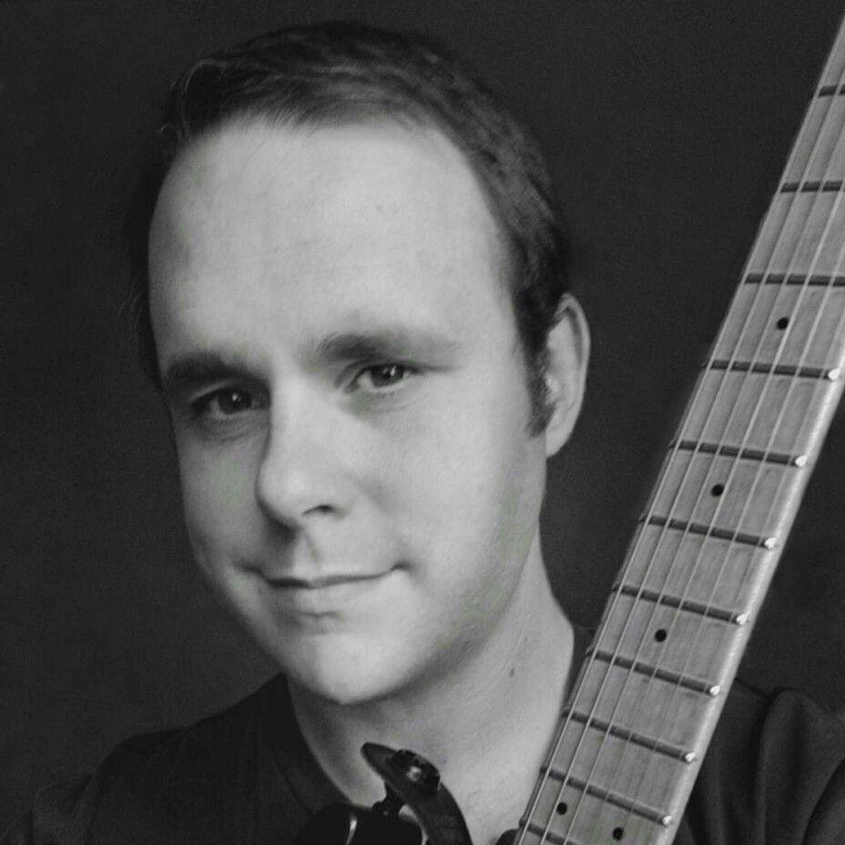Vic Dillahay, Guitarist