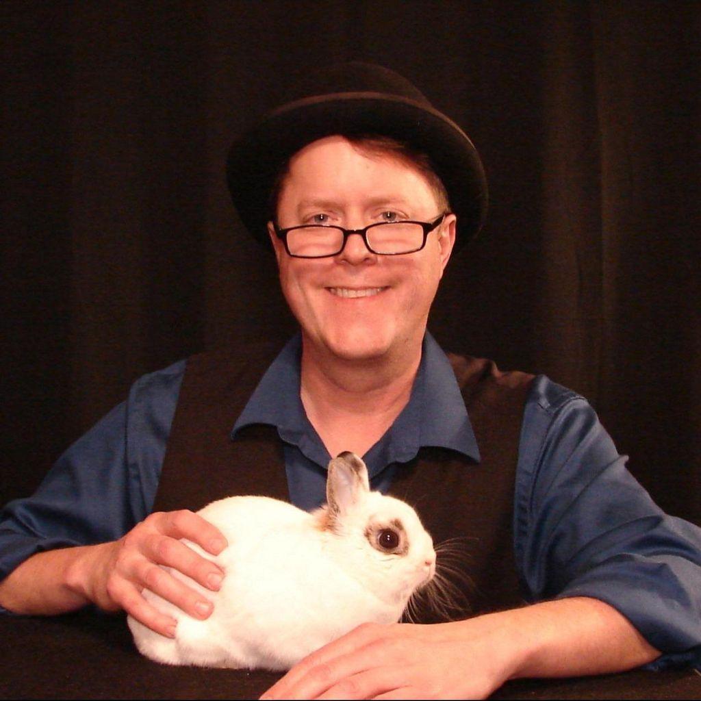 Eric Vaughn Comedy Magician
