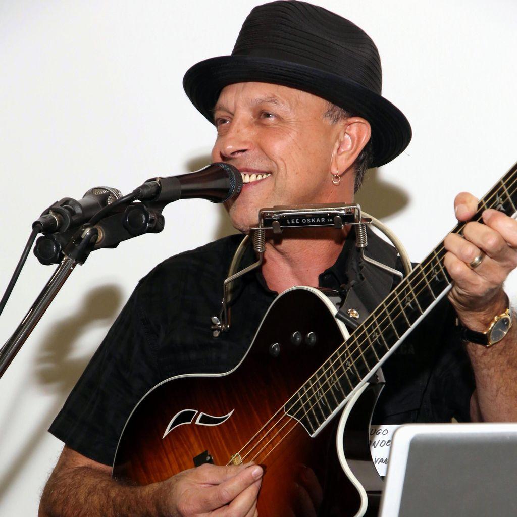 HUGO  Solo Musician Guitarist Singer ONE MAN BAND